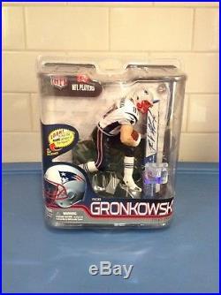 NFL NEW ENGLAND PATRIOTS ROB GRONKOWSKI / McFARLANE SERIES 29 / SIGNATURE SERIES